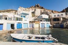 FIROPOTAMOS, GRECIA - MAYO DE 2018: Barcos amarrados en el puerto del pueblo Imagen de archivo libre de regalías