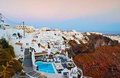 Firostefani by på skymning Santorini Cyclades Grekland Royaltyfri Bild