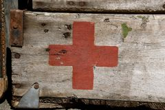 First aid box with Red Cross logo. DALTON, MINNESOTA, Sept 8, 2017: A stenciled logo of the Red Cross on an old first aid box is displayed at the annual Dalton Stock Photos