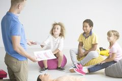 First aid instructor teaching children. How to do resuscitation using phantom Royalty Free Stock Photography