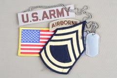 First Class för USA-ARMÉsergeant frodig lapp, luftburen flik, flaggalapp och hundetikett Fotografering för Bildbyråer