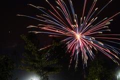 firworks in un cielo scuro per celebrare 3 fotografia stock