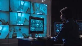 Fiscalização do circuito fechado da monitoração da pessoa video estoque