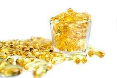 Fischölkapseln verpackt mit Omega 3 6 9 in einem gesunden Lebensstilraum des Glases für Text lizenzfreie stockfotos