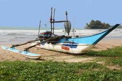 Fisch-Boot auf dem Strand Sri Lanka Lizenzfreies Stockfoto