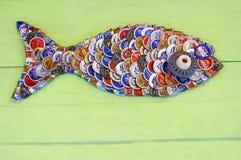 Fisch-Form von den Bierflasche-Kappen Stockfotografie