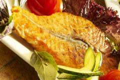 Fisch-Grill mit Gemüse Stockbild