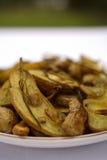 Fisch-Kartoffeln brieten mit grünen Zwiebeln und Schalotten Lizenzfreie Stockfotos