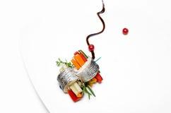 Fisch rollt Platte auf weißem Hintergrund Lizenzfreie Stockfotografie