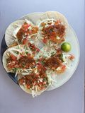 Fisch-Tacos lizenzfreie stockfotos