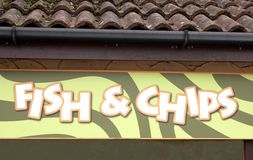 Fisch- u. Chipzeichen Stockfoto