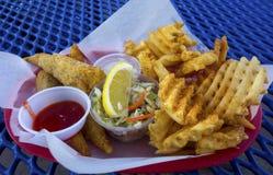 Fisch-und Chips Plate Oceanside Pier Outdoors-Restaurant Kalifornien Lizenzfreie Stockfotos