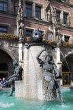 Fischbrunnen fontanna i rzeźby na Marienplatz Mary Obciosujemy w Monachium w Niemcy Obrazy Royalty Free