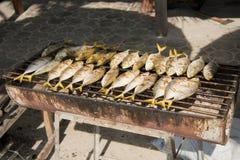 Fische auf dem Grill Stockbilder