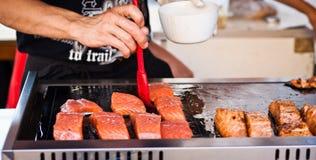 Fische auf dem Grill Stockfoto