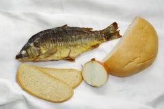 Fische, Brot und Zwiebeln Stockfotos