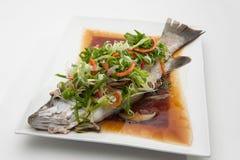Fische in der Sojasoße Lizenzfreie Stockfotos