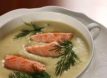 Fische in der Suppe lizenzfreie stockfotos