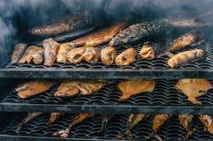 Fische im rauchenden Ofen Lizenzfreies Stockfoto