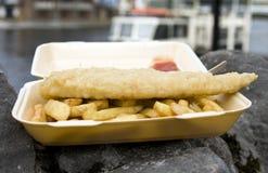 Fische u. Chips Lizenzfreie Stockfotos