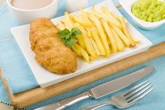 Fische u. Chips lizenzfreie stockbilder