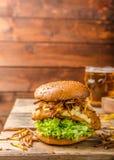 Fische und Chips Burger Stockfotografie