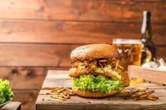 Fische und Chips Burger Lizenzfreie Stockfotografie
