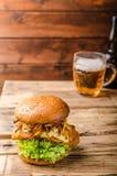 Fische und Chips Burger Stockbilder