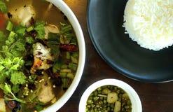 Fische und Reis Tomyum Stockfotos