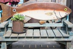 Fische und Stuhl Lizenzfreies Stockfoto