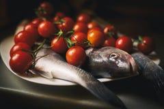 Fische und Tomate… Stockfoto