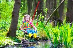 Fischen des kleinen Mädchens Lizenzfreies Stockbild