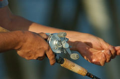 Fischen-Hände lizenzfreie stockfotos