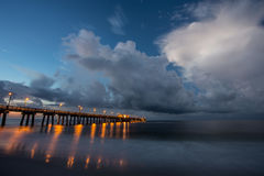 Fischen-Pier auf dem Strand Lizenzfreies Stockfoto