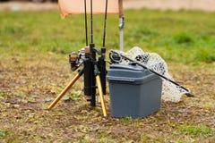 Fischen Rod And Net For Fishing auf Fischen lizenzfreies stockfoto