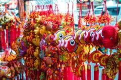 Fischen Sie glücklichen Knoten, Vermögensschlüsselringverzierung für Chinesisches Neujahrsfest Stockbild