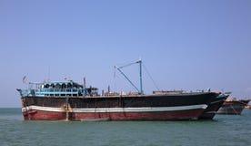 Fischen und Frachtschiffe, die für Transport im Roten Meer und im Golf von Aden benutzt werden Stockbilder
