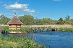 Fischenhütte auf dem Flusstest Stockbild