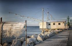 Fischenhütte auf dem Hafenkanal Lizenzfreies Stockbild