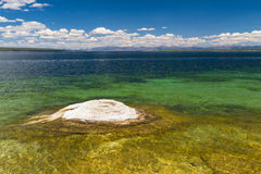 Fischenkegel am Westdaumen-Geysir-Becken Stockfoto