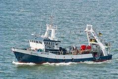 Fischenschleppnetzfischer in Meer Stockfoto