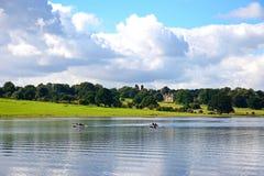 Fischer auf Blithfield-Reservoir, Großbritannien Stockbilder