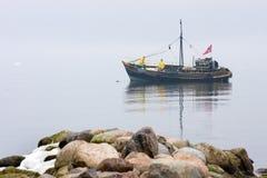 Fischer auf dem Boot in der Ostsee Lizenzfreies Stockfoto