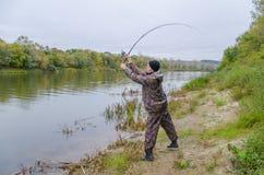 Fischer auf dem Fluss stockfoto