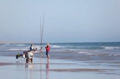 Fischer auf dem Strand Stockfotos