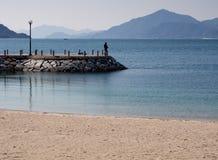 Fischer auf einem Pier lizenzfreie stockbilder