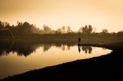 Fischer auf einem See Lizenzfreie Stockfotos