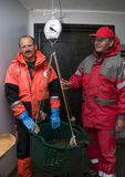 Fischer, die Fang wiegen Stockfotografie