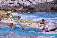 Fischer, die Netze vorbereiten Stockfotografie
