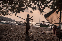 Fischer, die Netze vorbereiten Stockbild